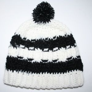 Crochet cable beanie wool black and white